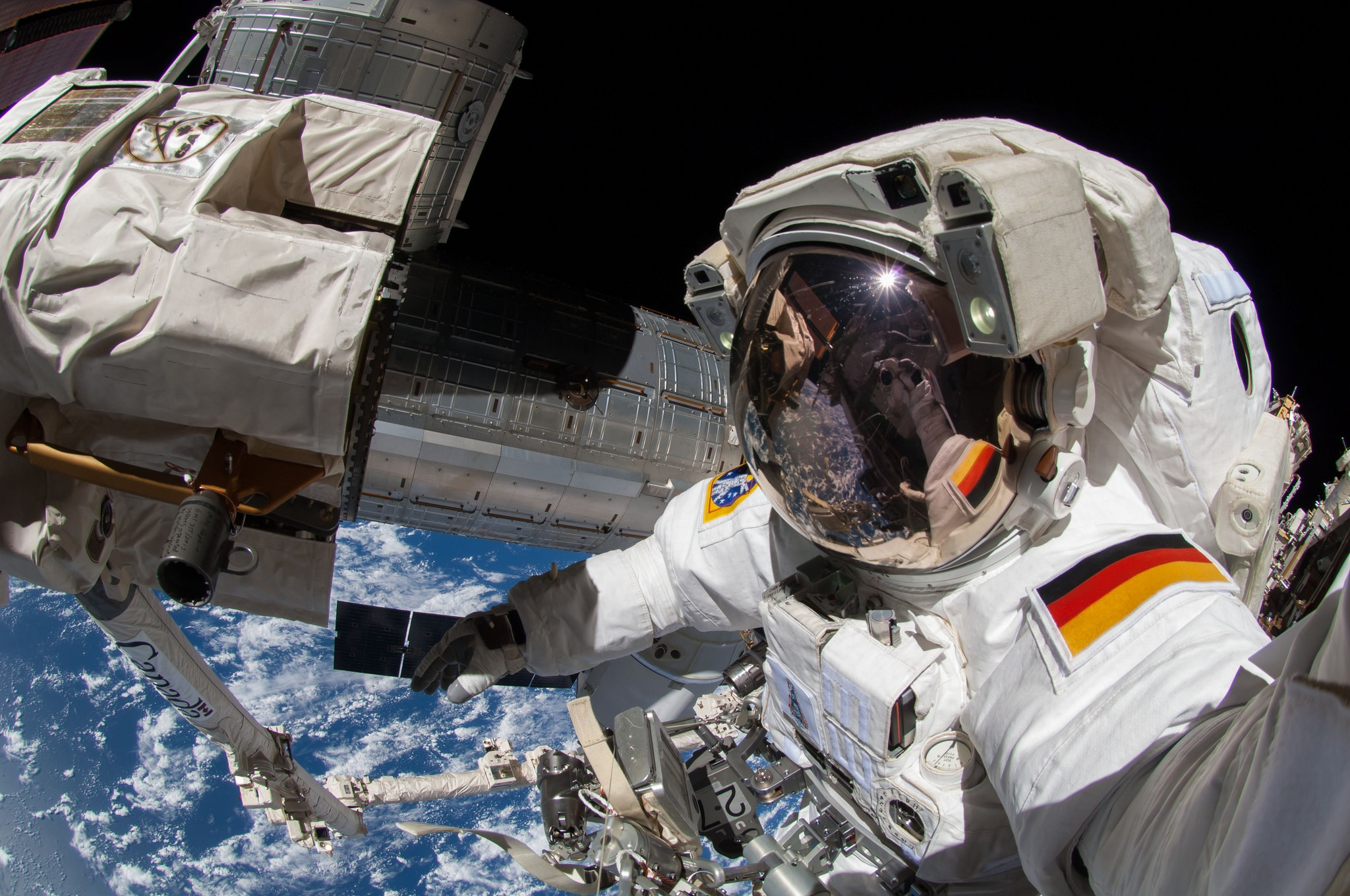 NASA планирует открыть МКС для туристов.