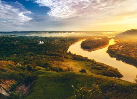 Куди поїхати навесні: 15 маловідомих місць України, які варто побачити