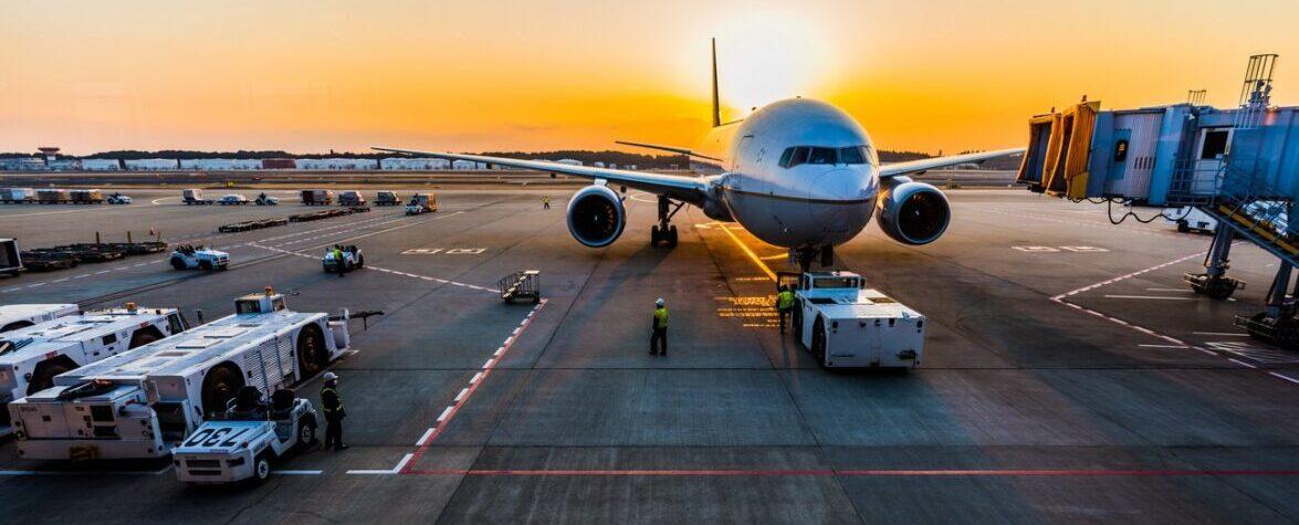 Министр назвал первые страны, с которыми Украина возобновит авиасообщение