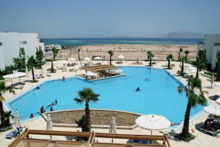 Отели Рас-Насрани в Шарм-Эль-Шейхе с плавным входом в море.
