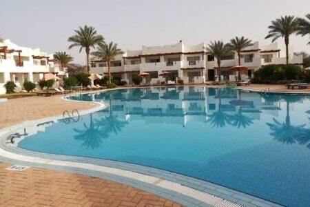 Отели Рас-Умм-Эль-Сид в Шарм-Эль-Шейхе с плавным входом в море.