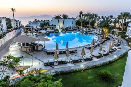 Отели Шаркс Бей в Шарм-Эль-Шейхе с плавным входом в море.