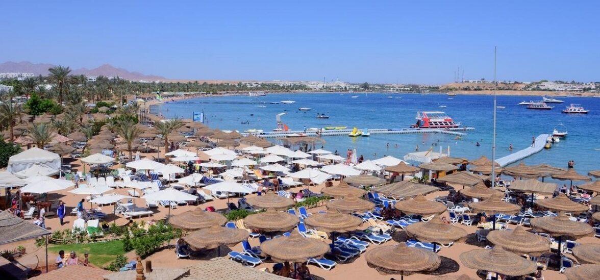 Отели в Шарм-Эль-Шейхе с песчаным заходом в море.