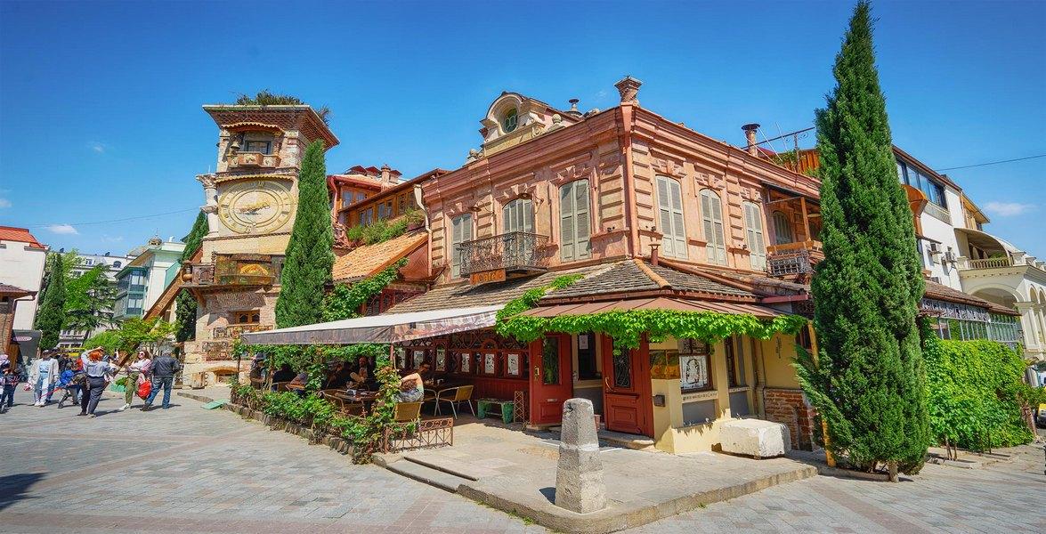 10 лучших ресторанов Тбилиси — где вкусно поесть и душевно отдохнуть